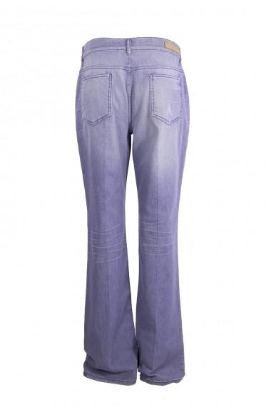Jeans modello zampa, ESCADA...